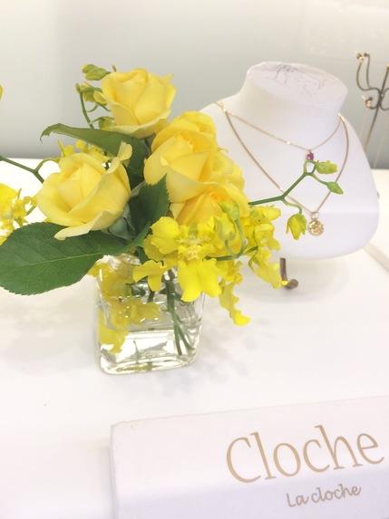 Clocheyellowflowers.jpg