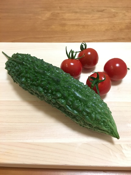 ゴーヤとトマト.JPG